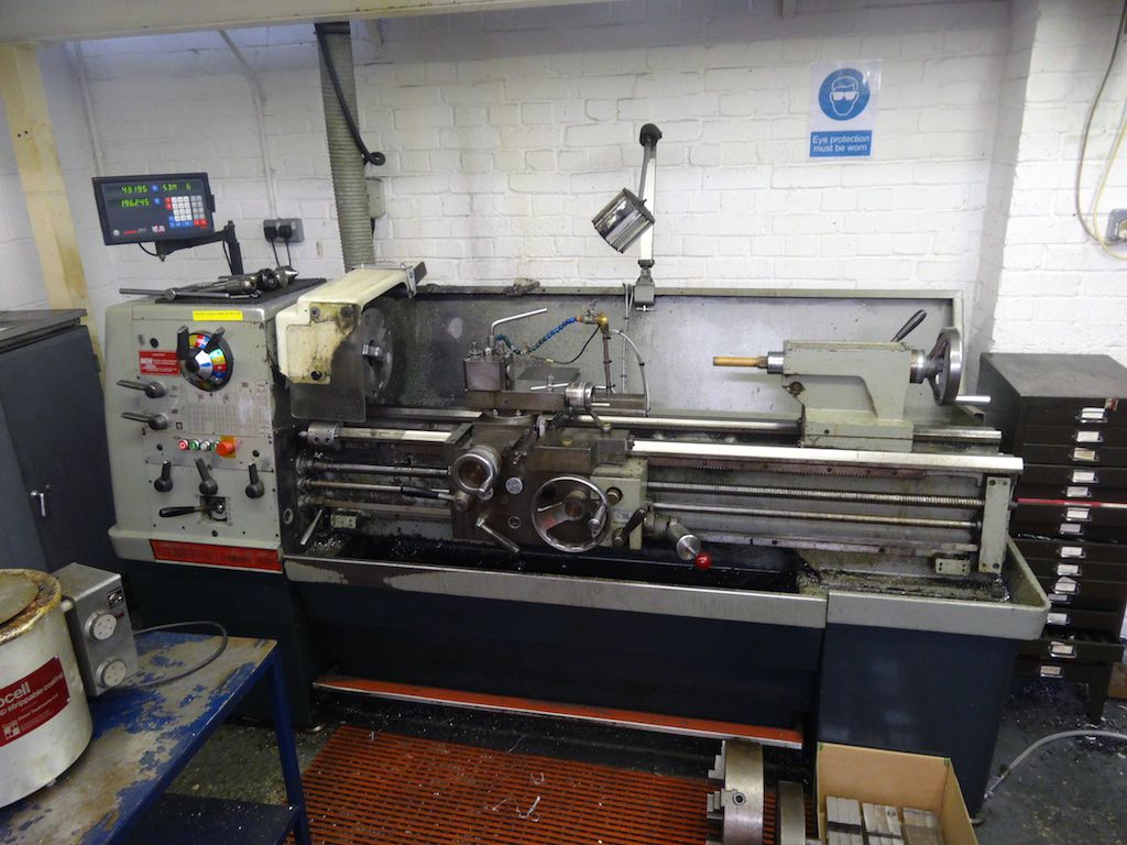 colchester triumph 2000 with dro - 1st machinery